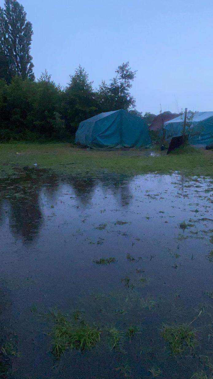 Een beeld van de getroffen kampplaats.