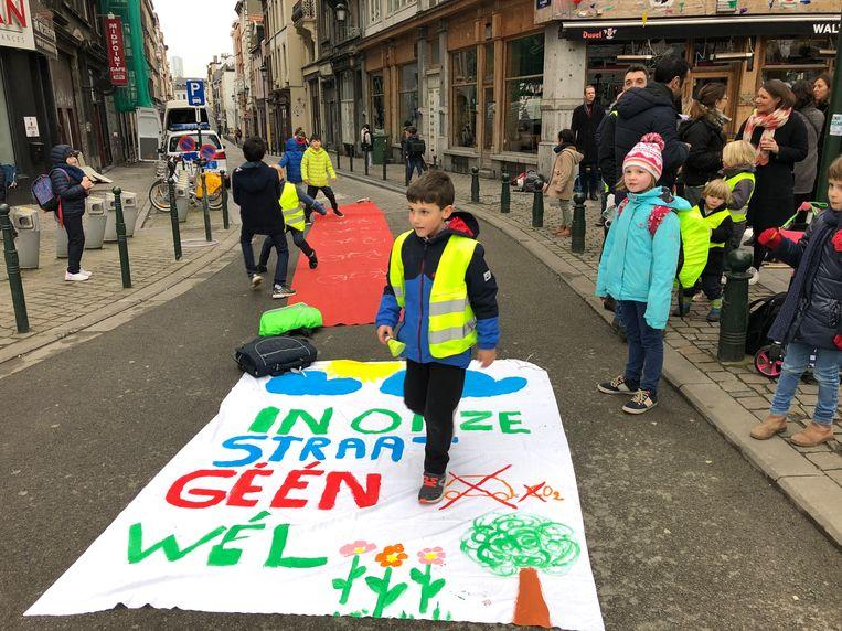 Protest tegen luchtvervuiling aan de Brusselse basisschool Maria Boodschap. Beeld BELGAONTHESPOT