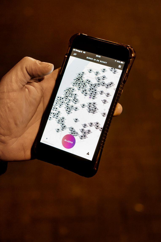 De app van Bird toont aan waar de stepjes in de stad staan. Beeld Eric de Mildt