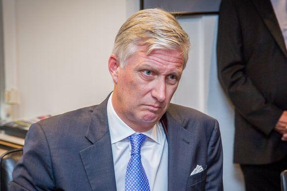 BRUSSEL - De Belgische koning Filip krijgt een minder rustige kerst dan hij wellicht hoopte. De komende tijd zal hij bereikbaar moeten blijven nu premier Charles Michel dinsdagavond op het Kasteel van Laken het ontslag van zijn regering is komen aanbieden. De koning dat ontslag in beraad, zo liet het paleis weten.