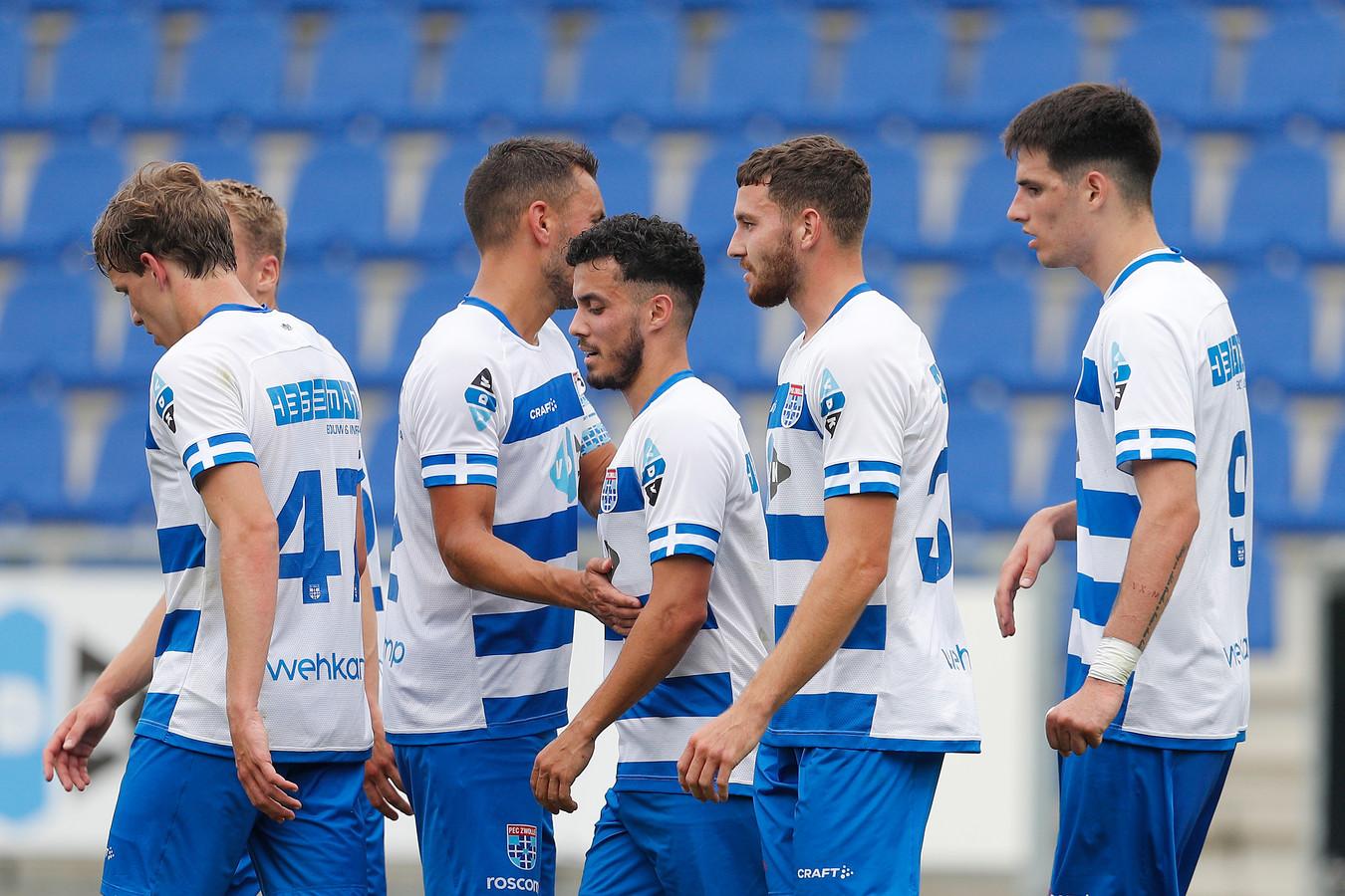 """Mustafa Saymak (midden), maker van de 1-0 tegen SC Cambuur: ,,Je komt als PEC zijnde niet vaak in aanmerking om tegen een topclub te spelen."""""""