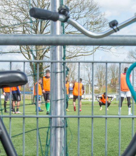 'Illegaal' het veld op - het voetbalhart wint het van de coronamaatregelen