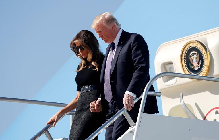 President Donald Trump en first lady Melania Trump zijn aangekomen in Las Vegas om er slachtoffers en politieagenten te ontmoeten.