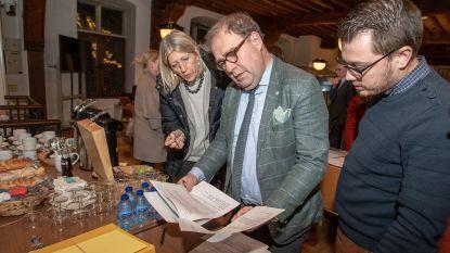 Schepen zonder bevoegdheden Ilse Uyttersprot (CD&V) en burgemeester Christoph D'Haese (N-VA) praten weer met mekaar