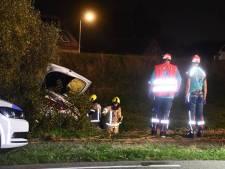 Ernstig ongeluk in Hoek, automobilist met spoed naar ziekenhuis