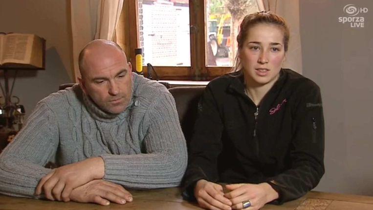 Femke Van Den Driessche en haar vader Peter na het fietsmotorschandaal. Beeld Sporza Live