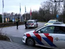 Man mogelijk gewond bij schietincident en meldt zich bij ziekenhuis; politie doet onderzoek in Emmeloord
