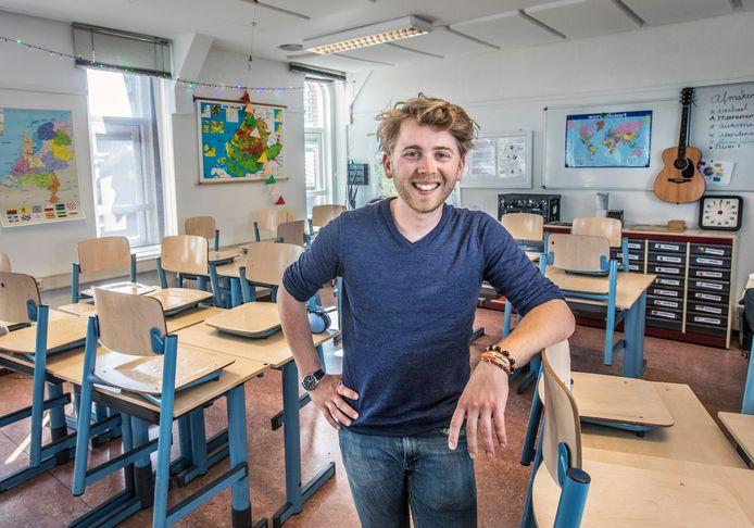 Docent  Matt van Schagen werkt sinds kort als leraar op de Carolusschool aan Westeinde, maar woont nog steeds in Deventer.
