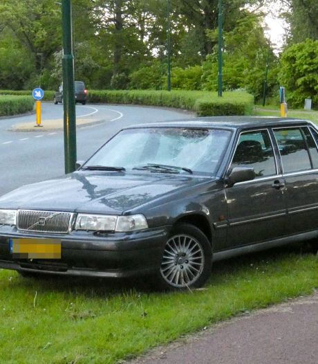 Auto schept fietser in Veenendaal