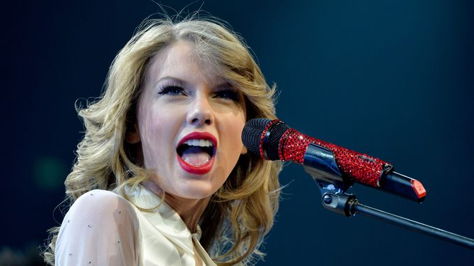 VIDEO: Heeft Taylor Swift plagiaat gepleegd met haar hit 'Shake if off'?