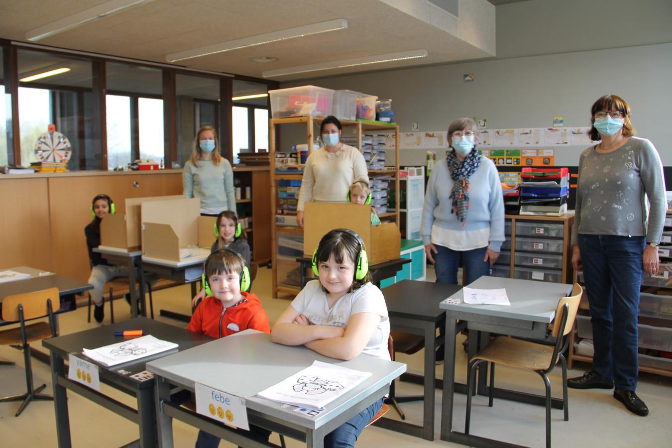 In De Zon krijgen de kinderen in sommige klassen al een koptelefoon om zich makkelijker te kunnen concentreren.