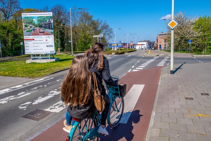 Vanaf 23 april, de dinsdag na Pasen, gaat de Zoomdam in Bergen op Zoom vanwege werkzaamheden vijf maanden dicht voor fietsers, auto's en bussen. Een oproep van het Comité Halsterseweg om voetgangers wel doorgang te geven, kan volgens de gemeente om veiligheidsredenen niet worden gehonoreerd.