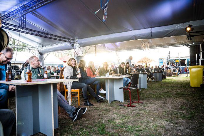 Vorig jaar moesten de bezoekers van Under The Milky Way zittend luisteren naar de bands. Foto: Rolf Hensel.