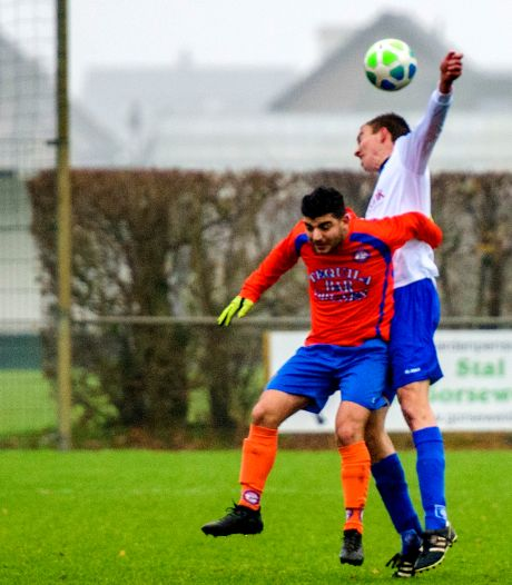 SC Elshout wint in spiksplinternieuwe shirts  van MEC'07