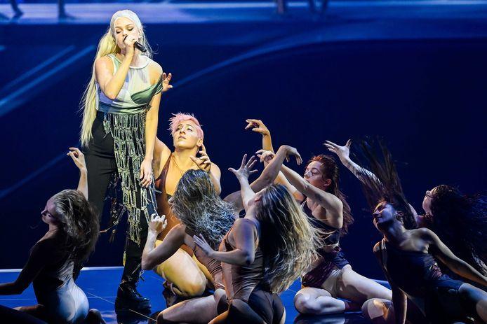 Davina Michelle tijdens haar gastoptreden voor het Eurovisie Songfestival in Rotterdam.