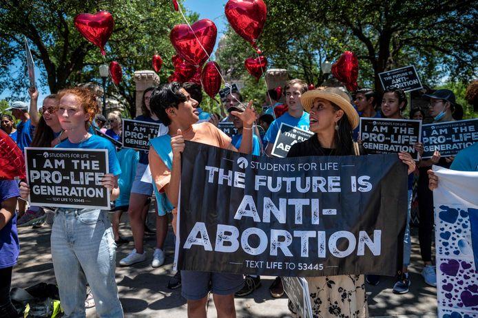 In Texas werd al geprotesteerd tegen de bijzonder strenge wet. Na zes weken weten heel wat dames nog niet eens dat ze een kind verwachten.