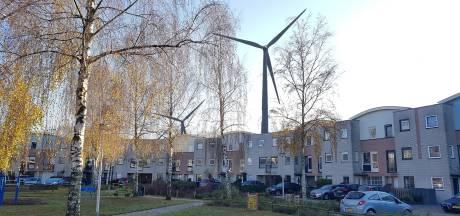 Deventer handhaaft groene ambities met windmolens en zonneparken, ondanks felle kritiek