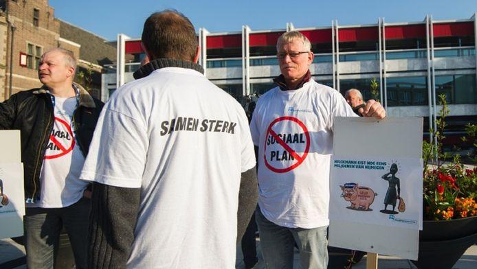 Werknemers van het slachthuis tijdens een protest