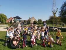 Kinderen van Kantelberg ontdekken gloednieuwe fietsen