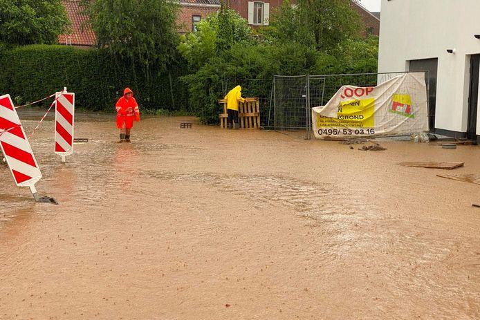 De straat Griet in Aaigem liep voor de derde keer in evenveel weekens volledig onder water.