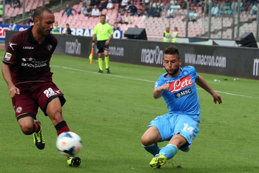 Dries Mertens in actie als linksbuiten van Napoli in het seizoen 2013/2014.