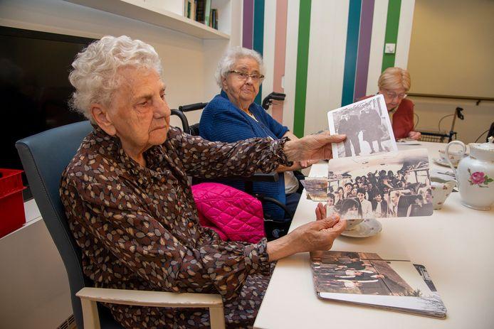 Dankzij 'Terugblik' halen ouderen herinneringen op.