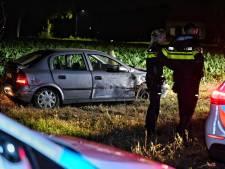 Auto komt in weiland terecht in Moergestel: twee mannen naar het ziekenhuis