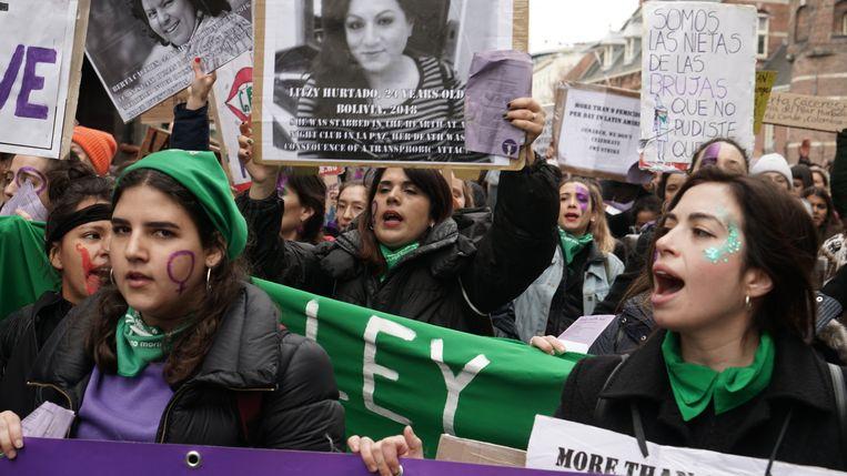 Vrouwen demonstreren op 8 maart tijdens Internationale Vrouwendag in Amsterdam. Beeld Hollandse Hoogte / Rob Brouwer