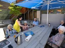 Dagbesteding Ons Plekske voor ouderen uit Liessel draait helemaal op vrijwilligers: 'Zo fijn, anders zit ik maar alleen'