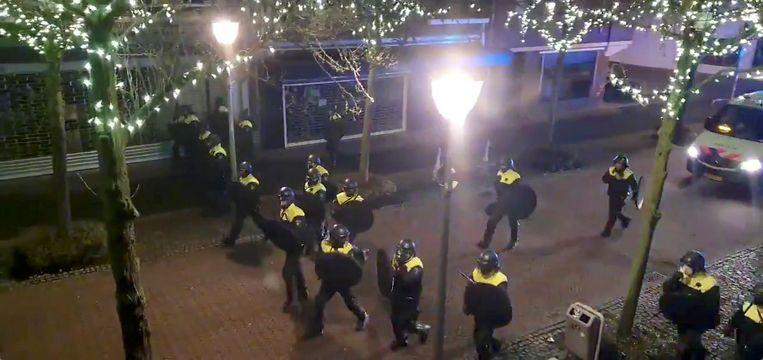 Ook in het centrum van Geleen in Zuid-Limburg was het raak.  Beeld Reuters