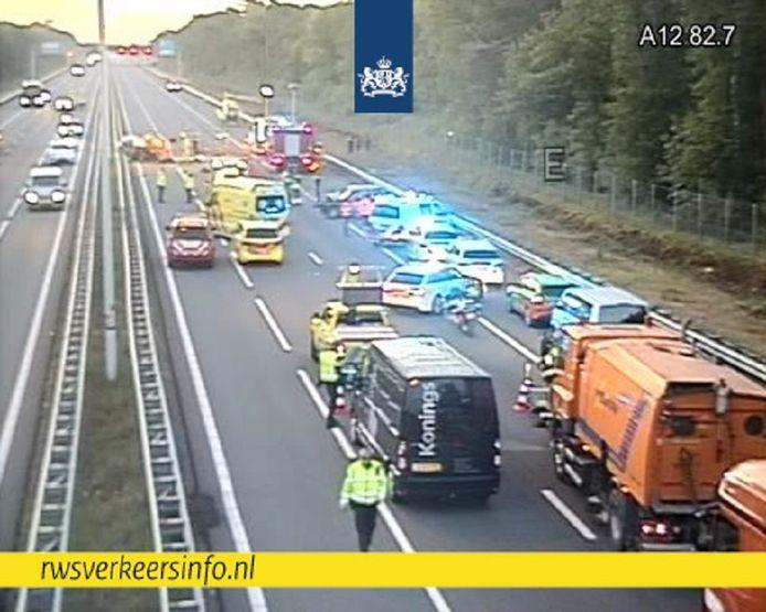 De ANWB gaat ervan uit dat de snelweg in de richting van Arnhem om 12.00 uur weer open is.
