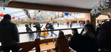 Na zeven jaar staat er weer een ijsbaan in Tilburg centrum