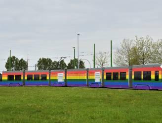Tram 3 van De Lijn rijdt rond in regenboogkleuren