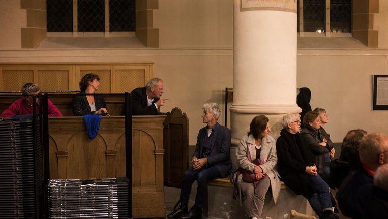 Een groot aantal inwoners van Weesp was naar de Grote Kerk gekomen om te luisteren naar de standpunten van de raadsfracties Beeld Maarten Brante