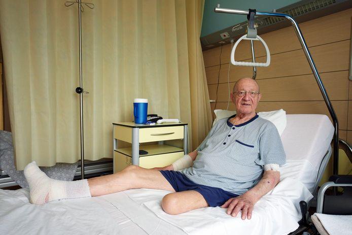 Tony Peeters lag tot maandag opnieuw in het UZ Brussel, voor hetzelfde diabetische voetprobleem als vorig jaar, ditmaal aan zijn rechterbeen.