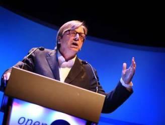 Verhofstadt blijft populairste, affaire Vijnck kost Open Vld en LDD stemmen