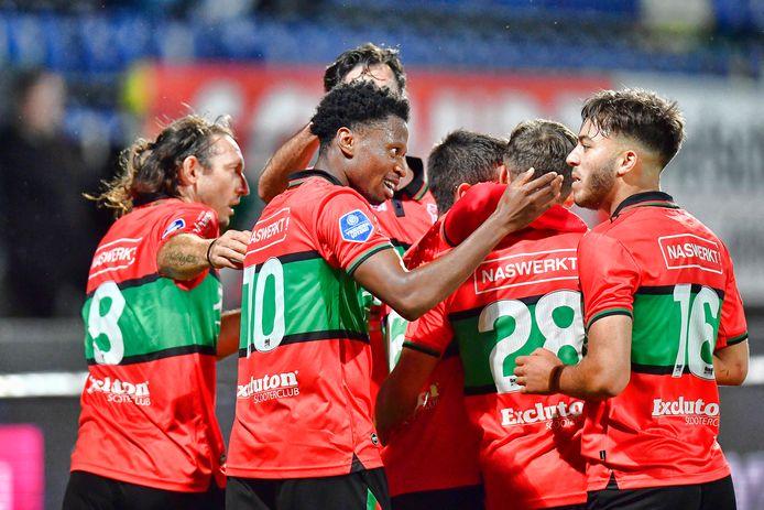 De spelers van NEC vieren een doelpunt tegen Fortuna Sittard.