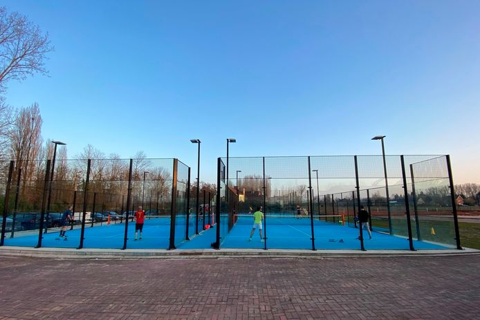Kenta Tennis en Padel Lede vind je langs de Vogelenzang/Paddestraat.