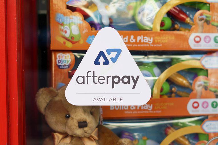 Het logo van Afterpay, zichtbaar in de etalage van een winkel in Sydney, Australië.  Beeld REUTERS