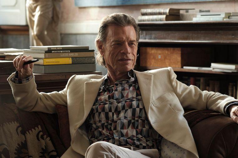 Mick Jagger als louche kunsthandelaar in 'The Burnt Orange Heresy'. Beeld