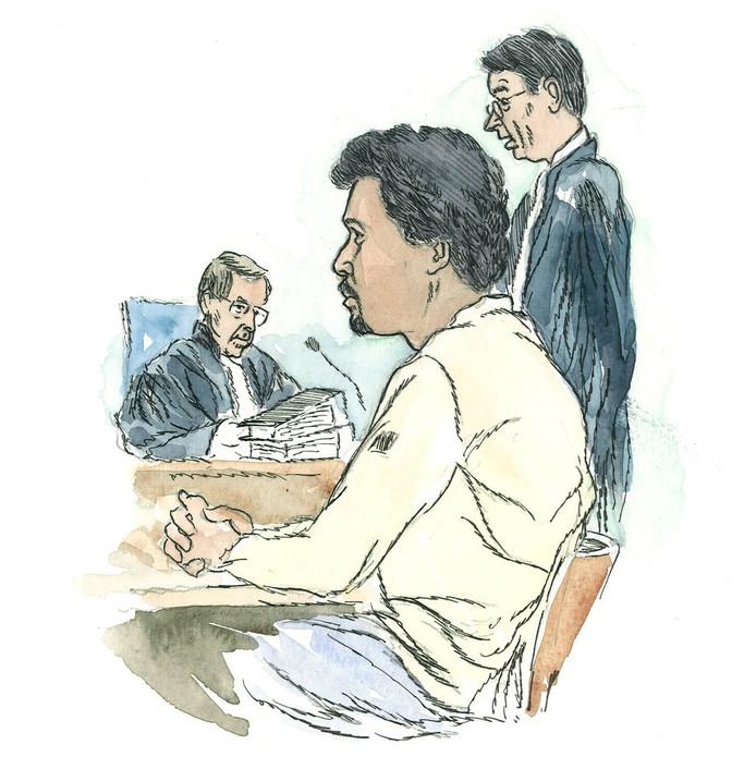 Julien C. in 2007 tijdens een rechtszitting over de moord op Jesse Dingemans uit Hoogerheide. C. heeft nooit een bekentenis afgelegd. Zijn behandelaars in een tbs-kliniek vinden het verantwoord dat hij komende zomer de tbs-kliniek verlaat. Hij heeft ook al verlof genoten. TEKENING JAN HENSEMA
