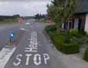Google Streetview laat de inmiddels weggehaalde vluchtheuvel op de Heusedensebaan in Biezenmortel nog steeds zien