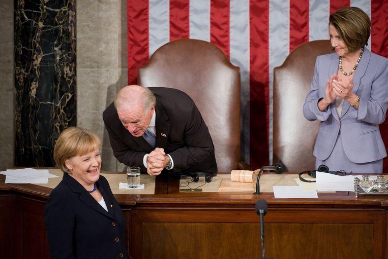 2009: Angela Merkel, Joe Biden en Nancy Pelosi. Wolf: 'De Biden-regering zal de banden met Duitsland willen herstellen.' Beeld CQ-Roll Call, Inc via Getty Imag