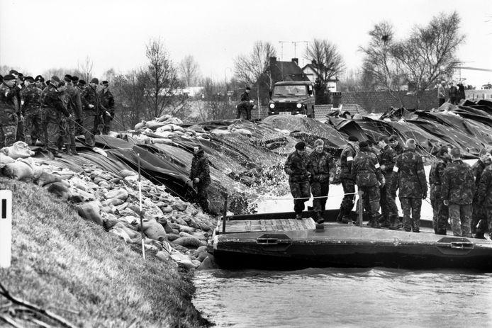 1 februari 1995: wellicht de spannendste dag ooit voor de waterschappen in Rivierenland. De dijk in Ochten wankelt maar zal het houden.