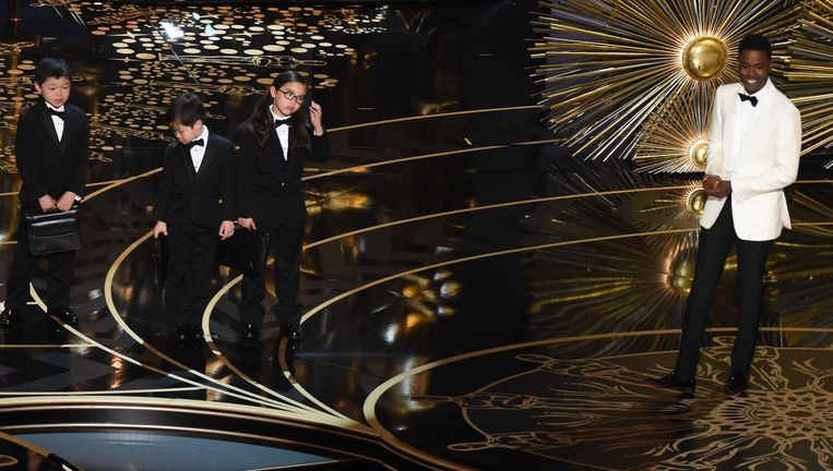 De gewraakte grap met Aziatische kinderen door Chris Rock op het Oscargala. Beeld afp