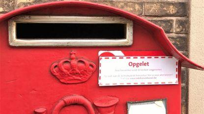 Eén rode brievenbus verdwijnt