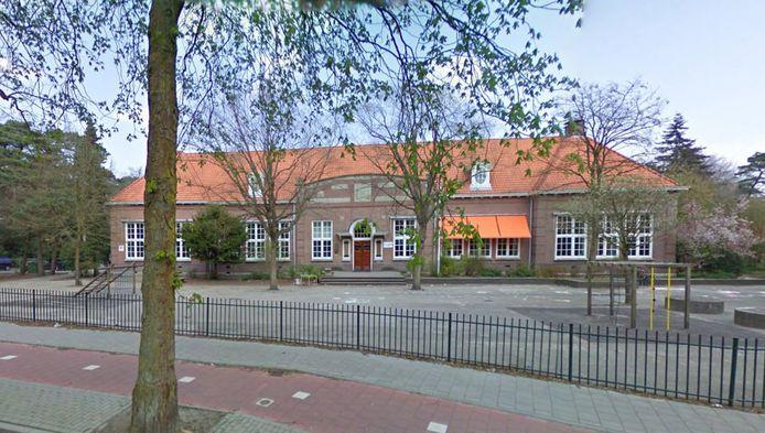 Veel ouders halen hun kinderen van de Van Dijckschool in Bilthoven.