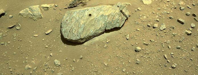 La Nasa avait dit la semaine dernière qu'elle pensait avoir réussi ce prélèvement, mais l'incertitude persistait car les photos prises par le rover étaient peu concluantes en raison du manque de luminosité.
