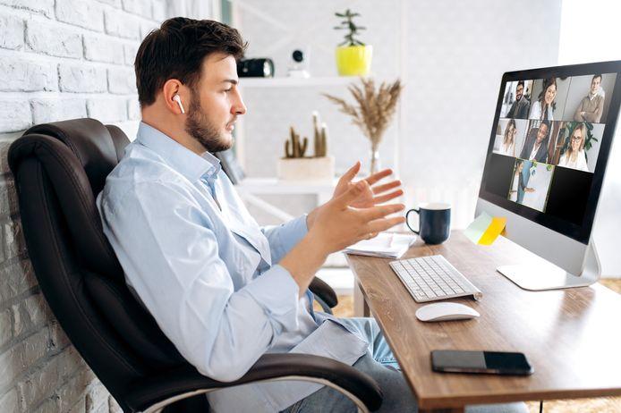 Foto ter illustratie. Vergaderen via een scherm is bewezen vermoeiender dan een meeting in het echt.