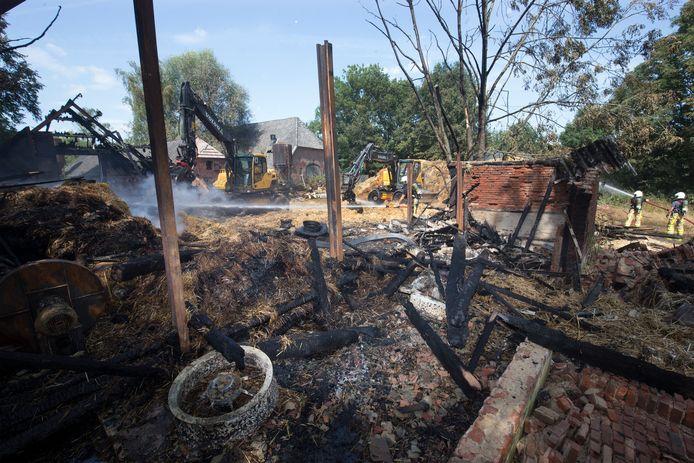 Een dag na de brand in de schuur in Terborg. De schuur is ingestort en volledig verloren gegaan.